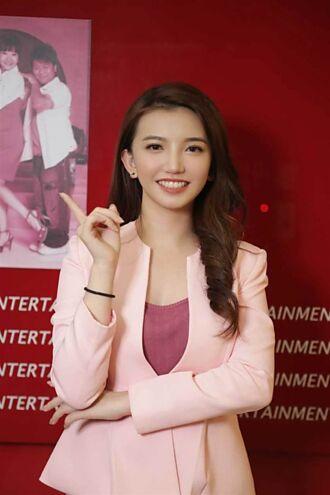 李家妤以主播盧秀芳為榜樣 初登播報台被封「美人妤」