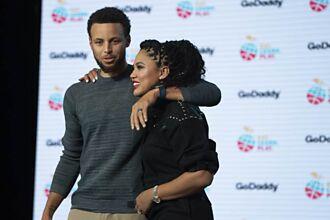 NBA》面對父母離婚風暴 柯瑞夫妻全站在母親那邊