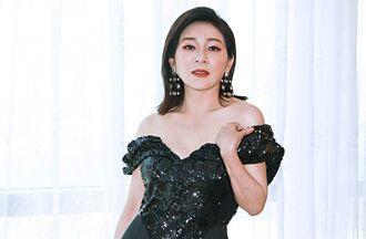 王彩樺緊身亮片洋裝大秀事業線 被虧「不知羞恥」高EQ回應