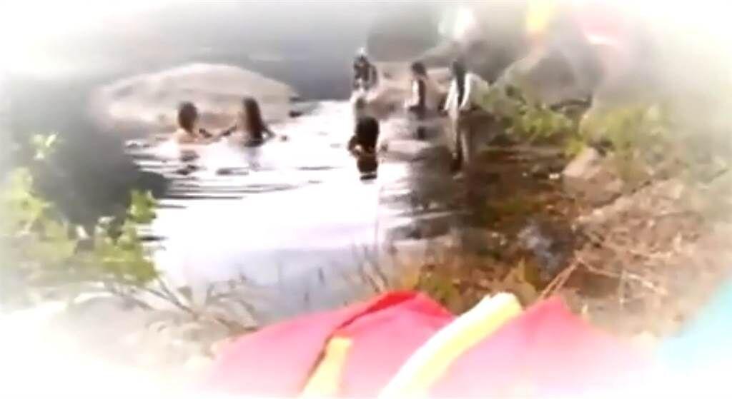 北韓六名女演員38秒洗澡片段,由於每個都貌美如花,受到不少台灣網友讚賞。(圖/FB@朝鮮經貿文化情報 DPRK)