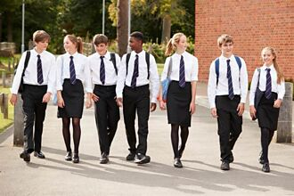 網淚憶學生時期十大賭爛校規、班規 超早到校、服儀設限一大堆⋯你最想改變哪個?