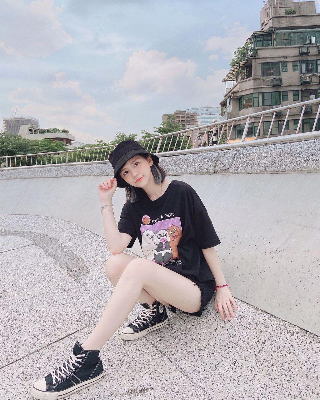 高人氣 YouTuber「許瑜」可愛又不失性感!「下身失蹤」穿搭大秀白皙美腿 (圖片/JKF提供)