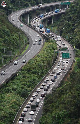一早國5就塞!連假第2天交通量預估增為1.4倍