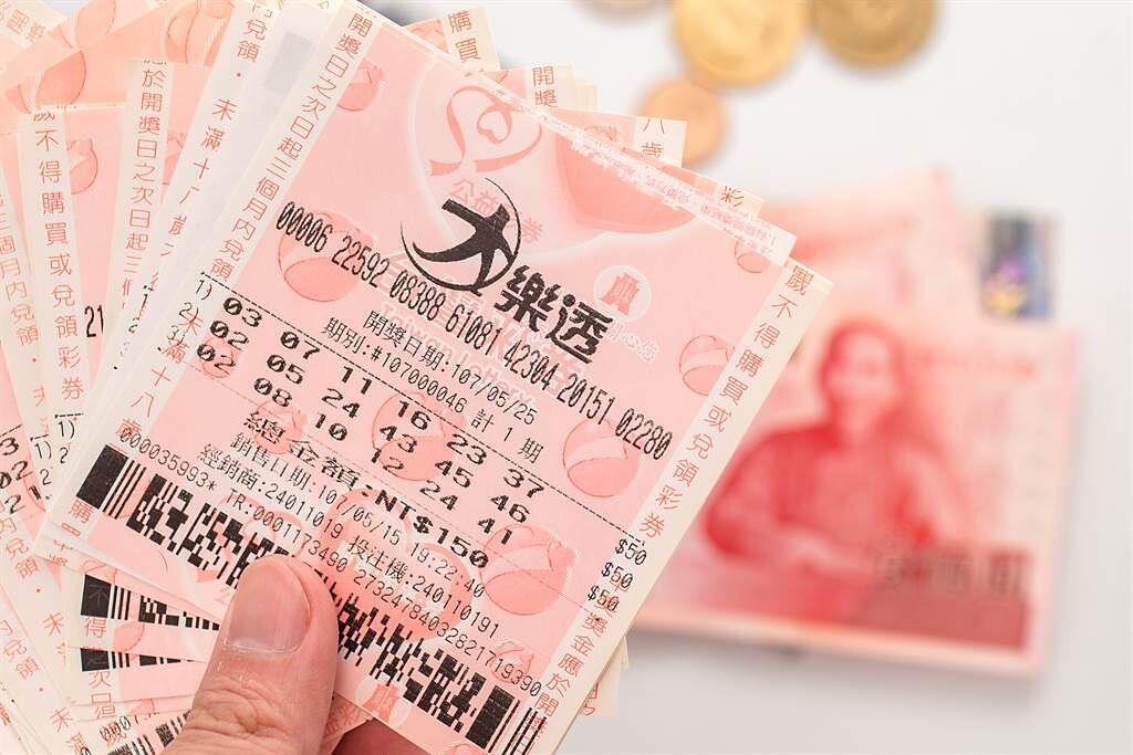 大樂透頭獎連槓,獎金上看2.7億,命理專家邱彥龍指出,7個生肖在9/23至10/8會獲歡喜財。(示意圖/達志影像)